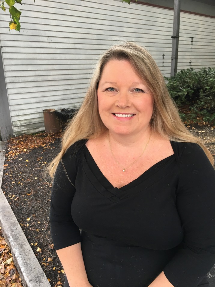 RHONDA (Stylist) - Over 20 years working at Head Hunters Salon, she has a full client calendar to prove it! Call quick to schedule with Rhonda!